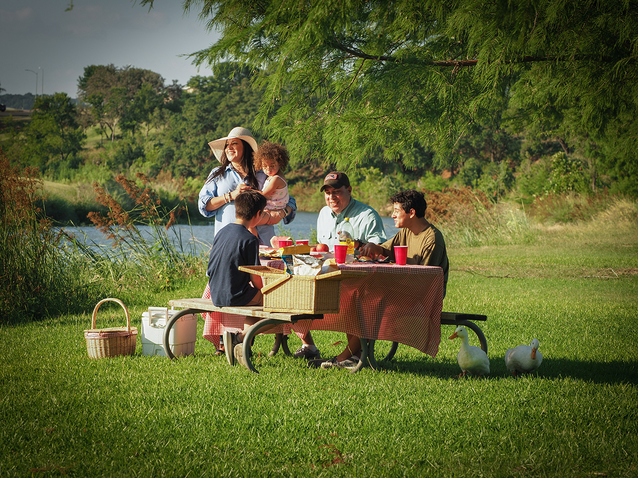Family Picnic at Lady Bird Johnson Park - Photo: Trish Rawls